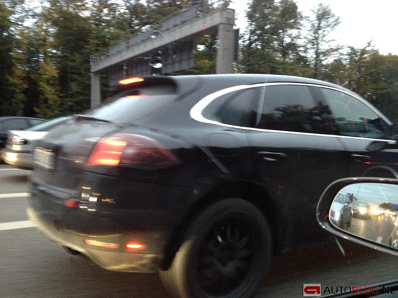 porsche macan 2013 spyshots 003 118. Black Bedroom Furniture Sets. Home Design Ideas