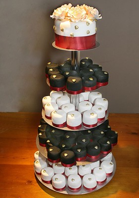 b&w_mini_cake_tower_001-copy.jpg