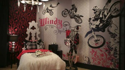 Motorcycle-Hobbies-Theme-for-Woman-Bedroom-Design_1.jpg