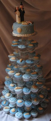 wedding_cake_novelty_cupcakes.jpg